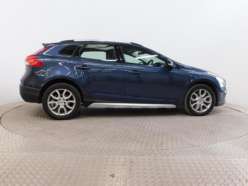 Volvo V40 CC - T3 Cross Country Pro Automatic (Full Leather Interior, Winter Pack, Heated Windscreen, Heated Front Seats)